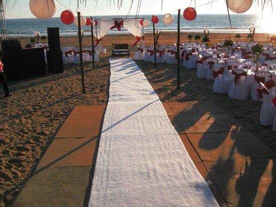 escenario más hermoso, romántico e inolvidable de una boda en la playa del  el hotel Marbella
