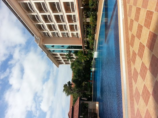 Hotel Somadevi Angkor Resort & Spa: Wide Pool