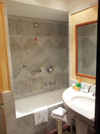 NH Roma Leonardo da Vinci: Shower