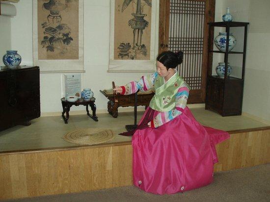Museum Kimchikan: 人形