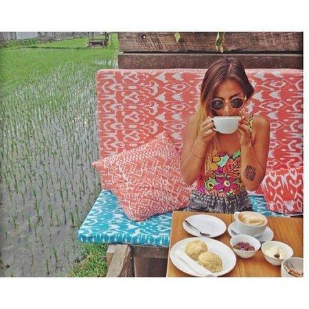 Dupa Drupadi: tea and scones