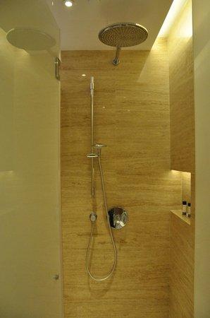 Hotel Indigo Hong Kong Island: Overhead shower