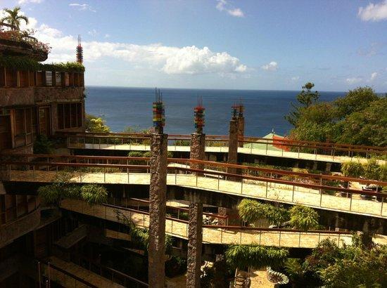 Jade Mountain Resort : The infamous infinity bridges leading to the sanctuaries