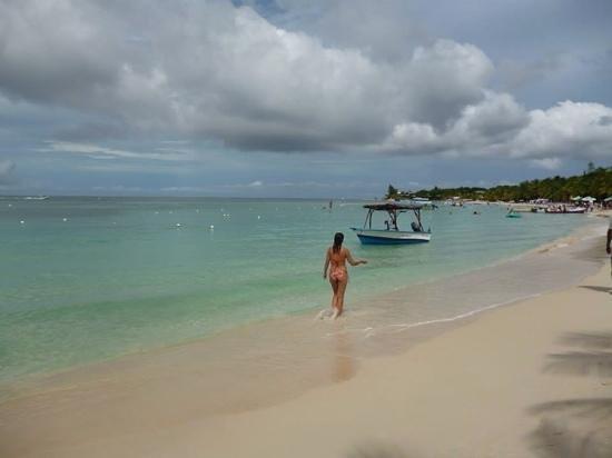 West Bay Beach: Praia maravilhosa!