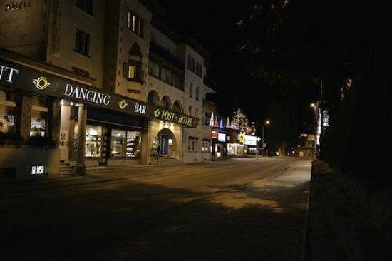 Morosani Posthotel Davos: Hotel à noite