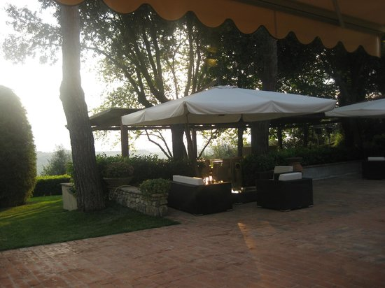 Villa I Barronci: great outdoor area for sundowners