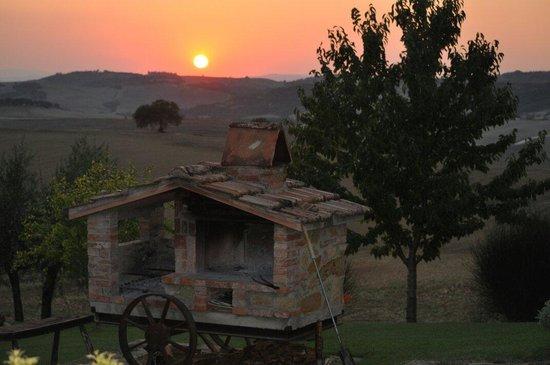 Agriturismo Bonellino Vecchio: Questi sono i tramonti del Bonellino Vecchio          Tixy 63