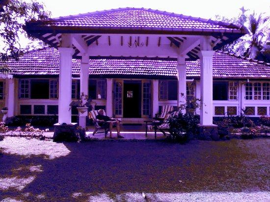 The Plantation Villa : Relaxing in the villa garden