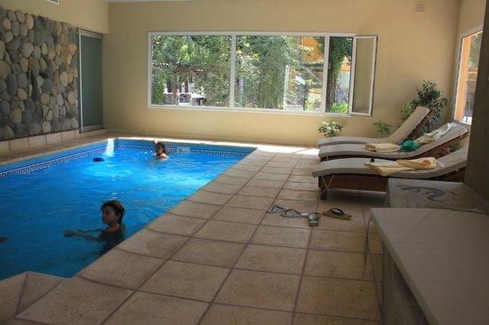 Cabanas Monte Coiron: piscina cubierta excelente