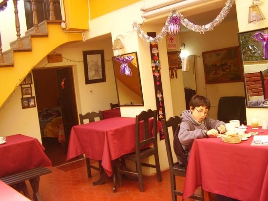 Casa de Mama Cusco 2-The Ecohouse: comedor general para desayunar. te puedes preparar tu almuerzo o cena