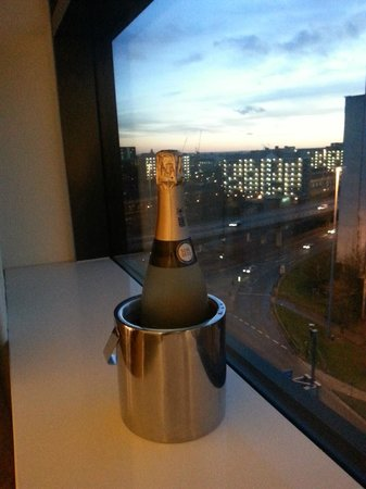 Macdonald Manchester Hotel & Spa: window ledge great for chilling bubbly