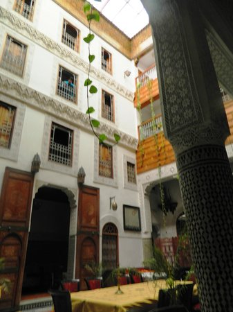 Riad Dar Dmana: Beautiful architecture!