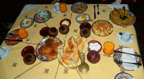 Riad Dar Dmana: The break-feast was amazing - especially the gluten free corn cakes that they made special for m
