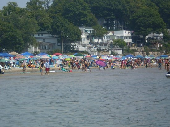 Crystal Beach: Pubic beach on a typical weekend