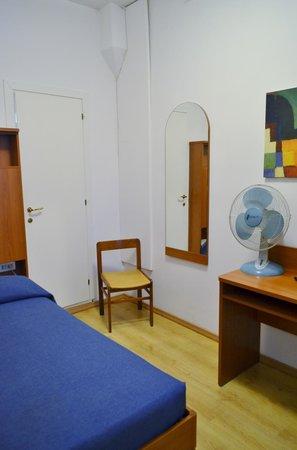 Hotel Caprera: single fan only room