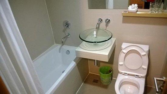 Residence Rajtaevee: Bathroom and Toilet