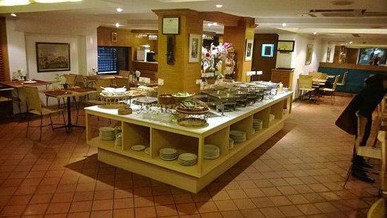 Residence Rajtaevee: Dining Area