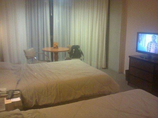 Hotel Real Plaza: Cuarto
