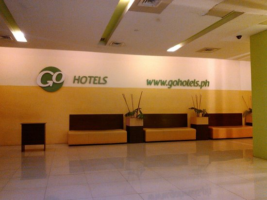 Go Hotels Mandaluyong: part of the lobby