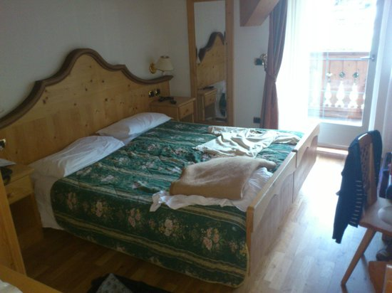 Hotel & Club Gran Chalet Soreghes: Bottom stairs room