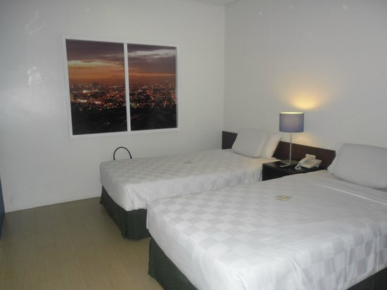 Go Hotels Mandaluyong : clean bedrooms