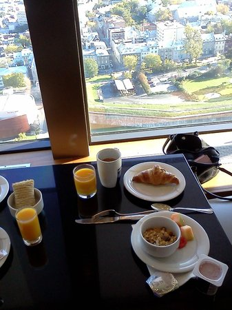 Hilton Quebec: Breakfast with a few