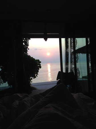 THE BAY Resort & Restaurant: Sunset from bed...