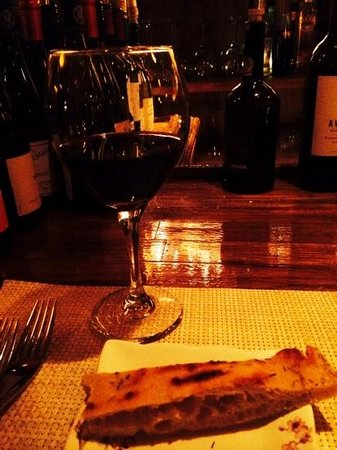 Silver Fork: A glass of cabernet and warm rosemary foccacia at the bar