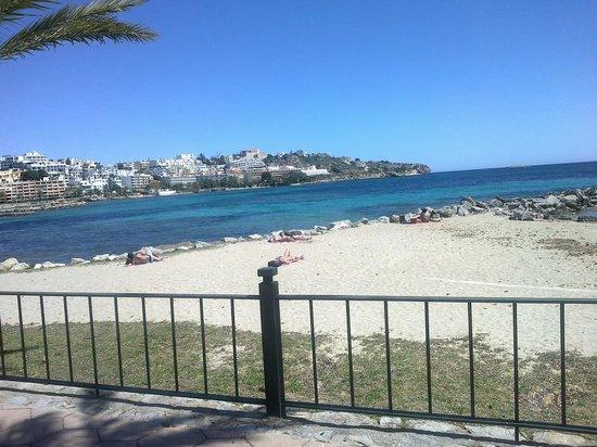 Apartamentos Llobet: spiaggia fronte hotel