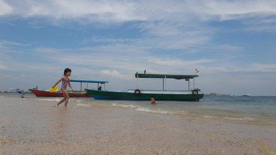 Nusa Dua Beach : kids in Nusa dua water