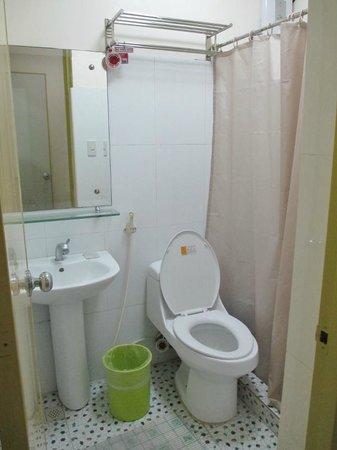 HEM Apartelle: Bathroom