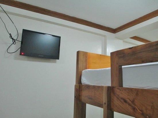 HEM Apartelle: Television