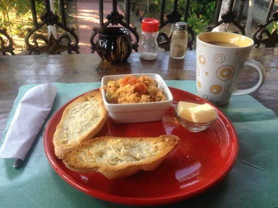 Casa Eva Luna: Delicious breakfast! Spanish revoltillo (scrambled eggs, tomato, onion) with homemade bread.