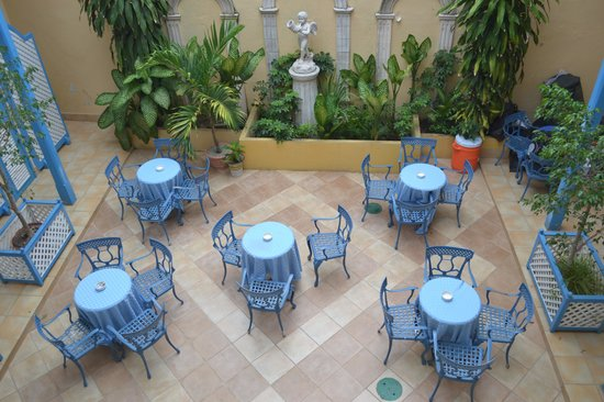 Hotel Cubanacan Mascotte : Courtyard-View from stairs