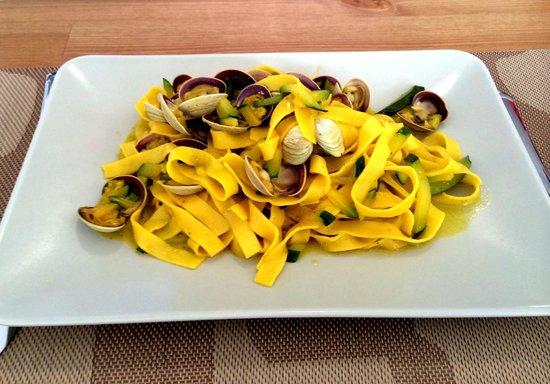 El Bacaro: Tagliatelle with courgettes, saffron & clams