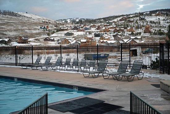 Inn at Silver Creek: Pool (heated in winter)