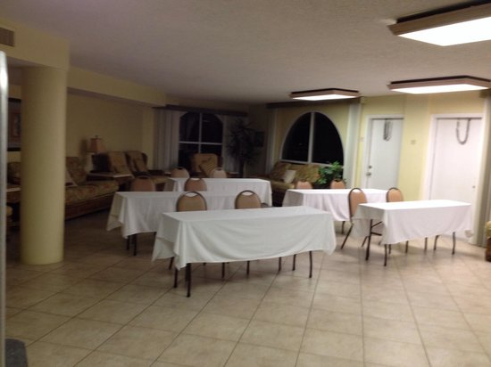 El Caribe Resort and Conference Center: Florida room (LR) set up for business meeting