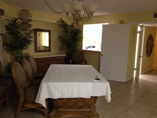 El Caribe Resort and Conference Center: Dining room area set up for drinks and displays