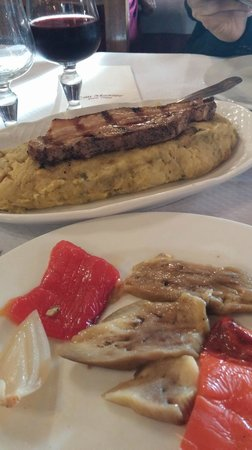 """Restaurant Can Mascort: """"Trinxat"""" cowliflower and potato fried with onion and bacon on top"""
