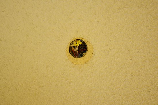 Inn at Silver Creek: Hole in ceiling above our bed, with exposed wires. Maybe there was a ceiling fan or light fixtur