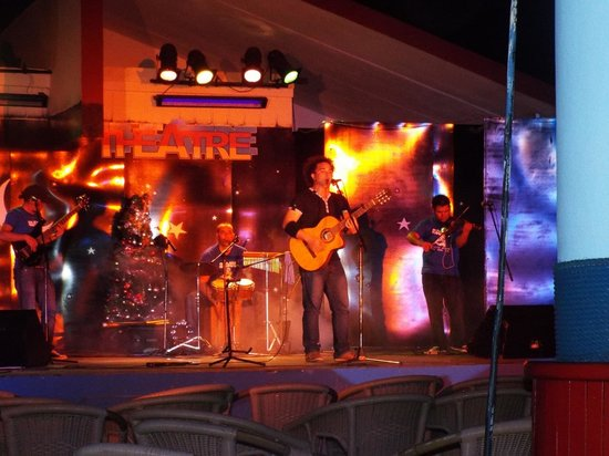 Puerto Padre, Cuba: EXCELLENT NIGHTLY ENTERTAINMENT