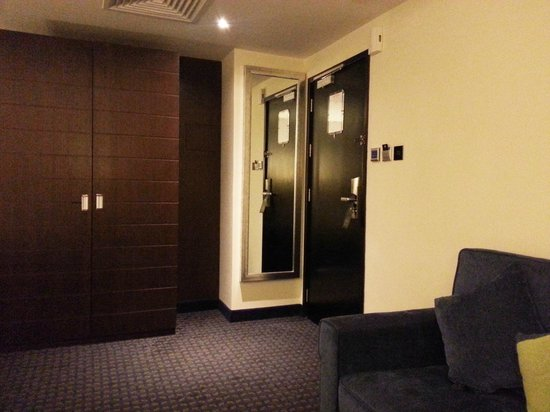 Best Western Premier Muscat: Wardrobe and Couch
