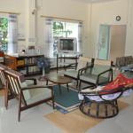 SS Hotel: Living Room