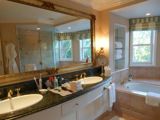 The Beverly Hills Hotel: beautiful bathroom