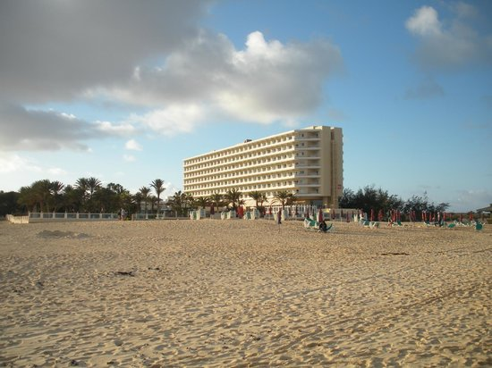 ClubHotel Riu Oliva Beach Resort : Hotel from beach