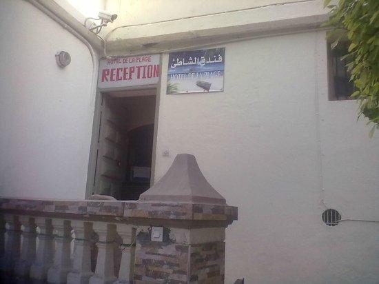 Hôtel de la Plage : Reception entrance in rue Carpozen