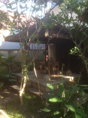Santra Putra Guest House: La veranda