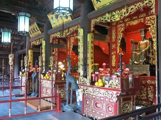 Temple de la Littérature de Hanoï : Temple alters