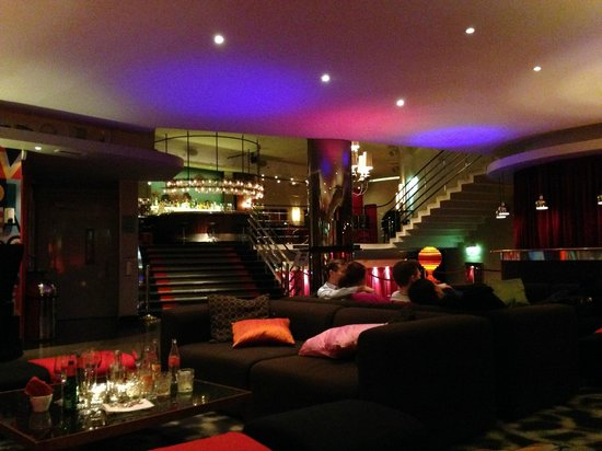 Hotel Rival : Hall