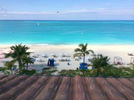 Grace Bay Club : The view from our room.